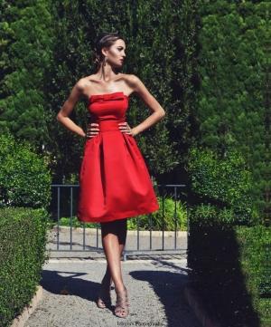 Vestido corto raso rojo