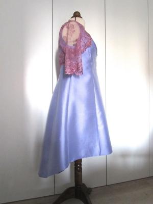 Vestido de mikado lavanda con bolero de encaje